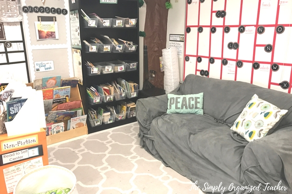Classroom library- warm and cozy library area to foster great reading!
